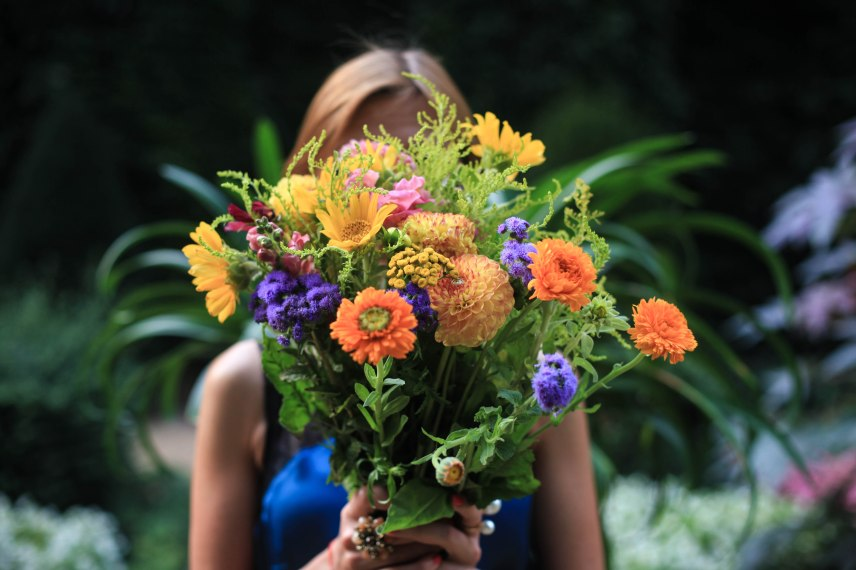 Lisa von der Krim mag bunte Blumen.