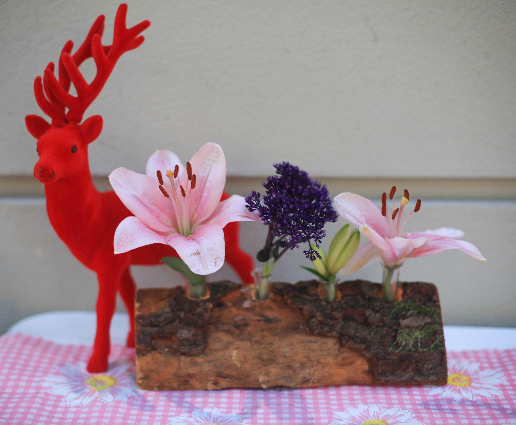 Iris verkauft nicht nur Blumen im Bund, sondern auch Blumenzubehör.