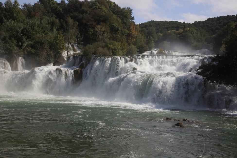 Lautes Getöse macht der Wasserfall Skradin buk des Flusses Krka.