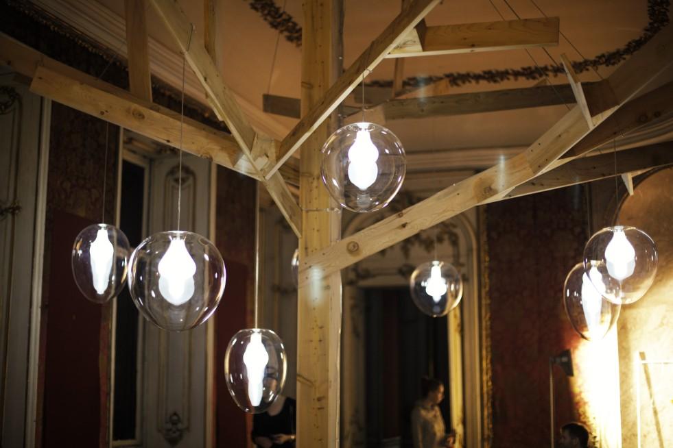 Künstlerin Eva Eislers TREE auf der designblok in Prag.