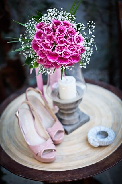 Rosen sind immer gut für die Hochzeitsdeko geeignet.